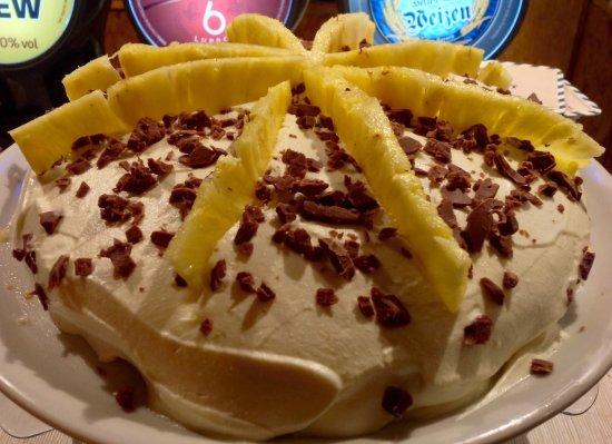 Castel Viscardo, Italy: Torta con mousse di Ananas e scaglie di Cioccolato