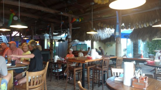 Nokomis, FL: To the left are the locals at the bar