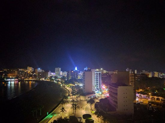Globales Santa Lucia: Night time view