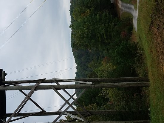 Campton, KY: Awesome zip lining experience!