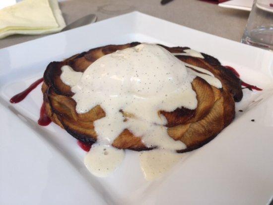 Ille-sur-Tet, Γαλλία: Dessert : Tarte fine aux pomme et boule de glace vanille