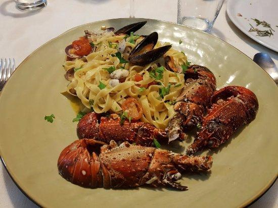 El Girasol: this is the beautiful meal of pasta with langostinos, almejas and mejillones I had at Girasol!