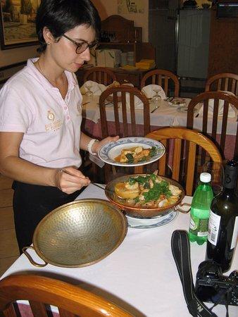 Restaurante Reis: Cataplana being served