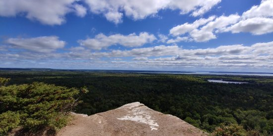 Manitoulin Island, Canada: One of the many beautiful lookouts