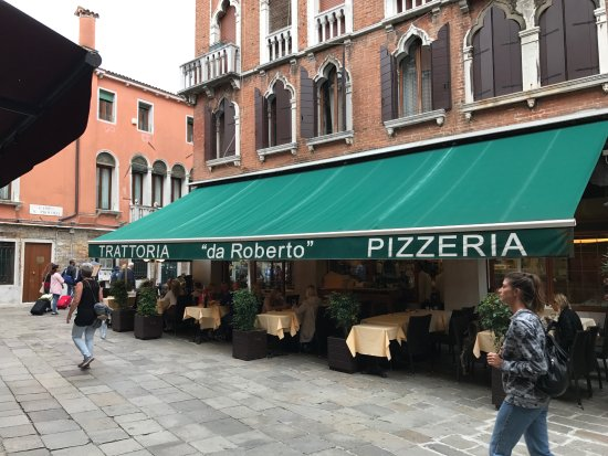 Trattoria Pizzeria Da Roberto: Storefront