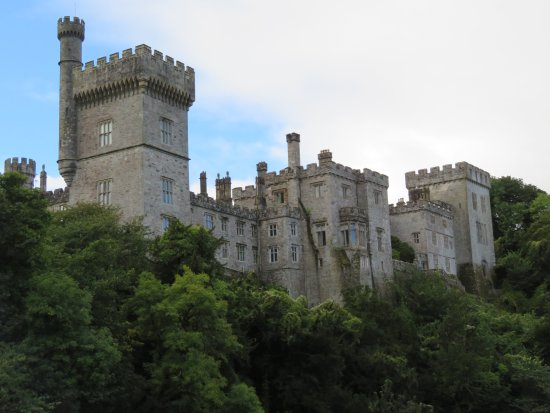 Lismore, Irlanda: view of the castle from the road