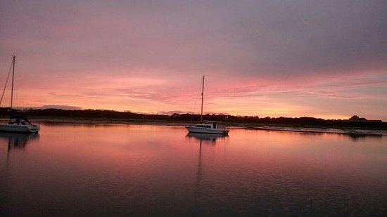 Gosport, UK: Glad we got to see this lovely sunset!