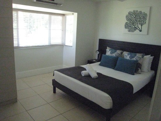 ULTIQA at Fiji Palms Beach Resort: Master bedroom