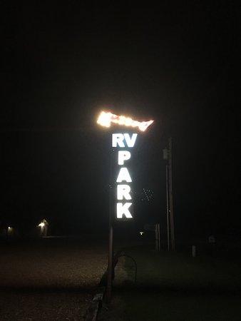 Carthage, MO: neon sign