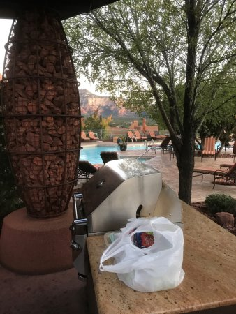Hyatt Residence Club Sedona, Pinon Pointe: Grill station near pool