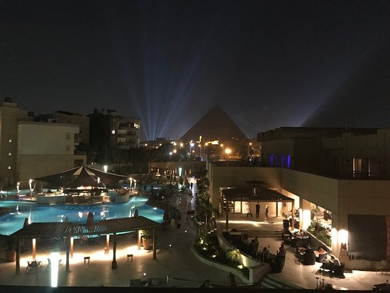 Le Meridien Pyramids Hotel & Spa: View from balcony on third floor.