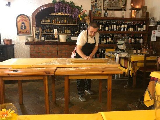 Perledo, Italien: Rolling the pasta dough