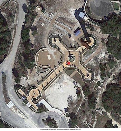 The Coming King Sculpture Prayer Garden: photo0.jpg