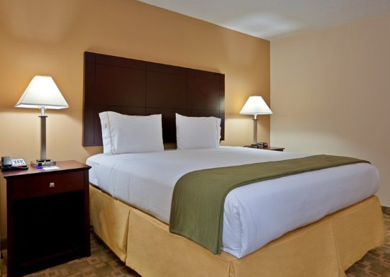 King Corner Suite at the Holiday Inn Express Franklin Ohio