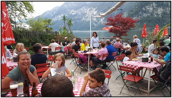 Gasthof Simony Restaurant am See: Lakeview patio dining.