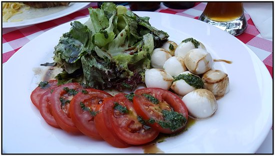 Gasthof Simony Restaurant am See: Italian salad with tomatoes and mozarella.