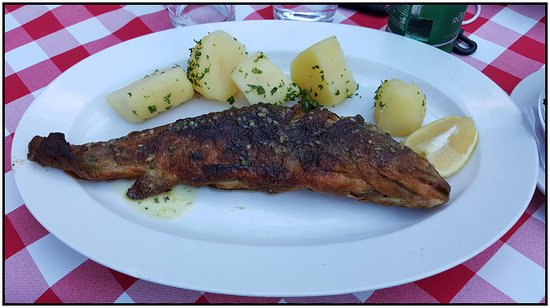 Gasthof Simony Restaurant am See: Fried whole lake trout.