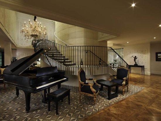 Sofitel Queenstown Hotel & Spa: Exterior