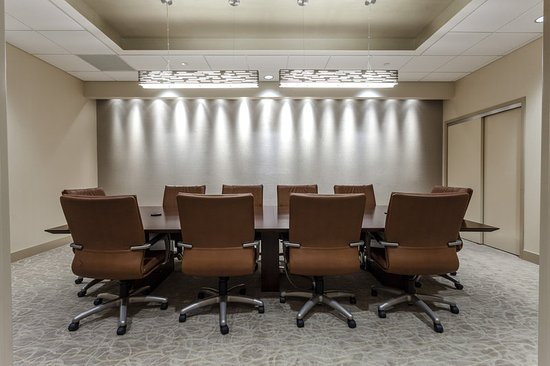 Executive Board Room - Picture of Holiday Inn Chicago North ...