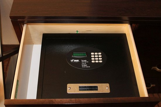 Crowne Plaza Miami Airport: A safe in every guest room