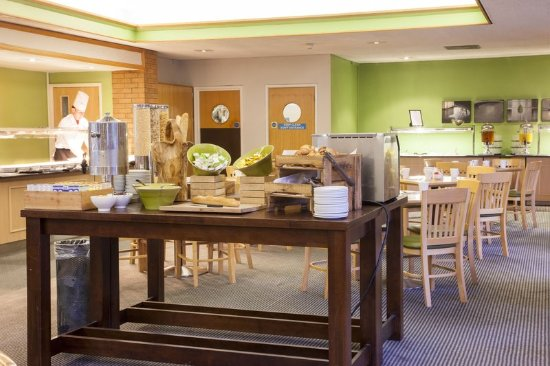 Holiday Inn Taunton M5, Jct. 25: Buffet Breakfast Area - ideal for tours and groups
