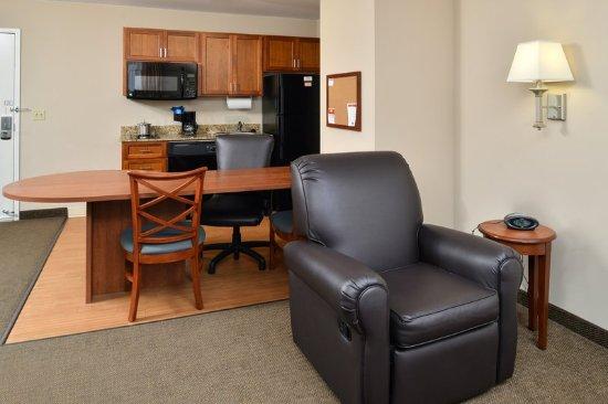 Candlewood Suites Chambersburg: Deluxe Room