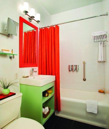 Hotel Carlton, a Joie de Vivre hotel: Carlton Guestroom Bath MK0414