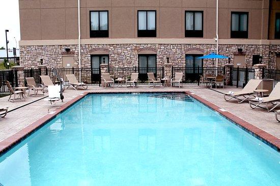Holiday Inn Express Hotel & Suites Paducah West: Seasonal Outdoor Swimming Pool