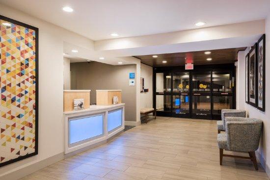 Warrenton, Миссури: Hotel Lobby