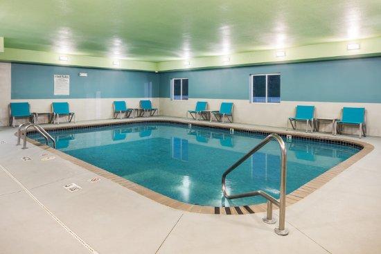 Holiday inn express warrenton for Affordable pools warrenton missouri