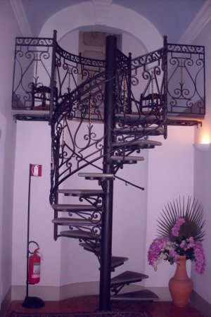 Trevi, Italia: spiral staircase to bridal suite