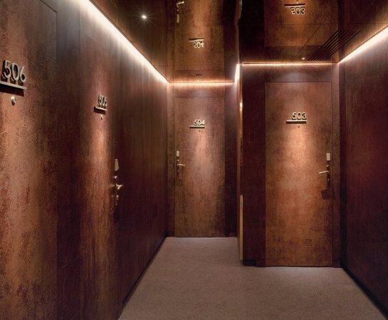 New Hotel: Corridor