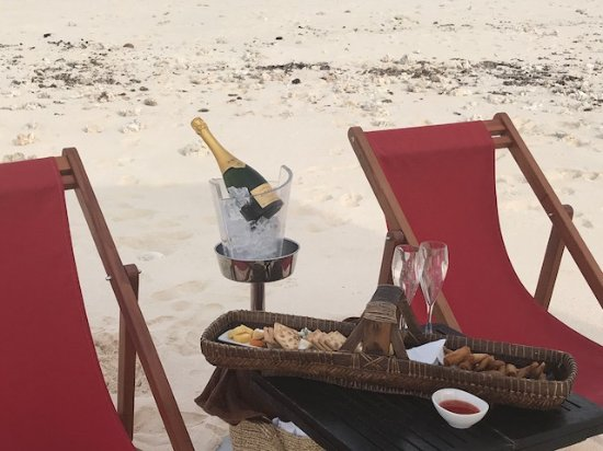 Tadrai Island Resort: Sunset out on the sandbar set up. (Krug Champagne was provided by ourselves)