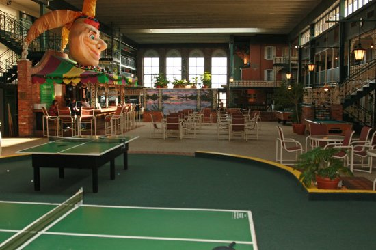 Perrysburg, OH: Holidome Recreation