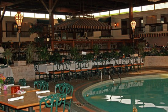 Perrysburg, OH : Atrium Pool Bar