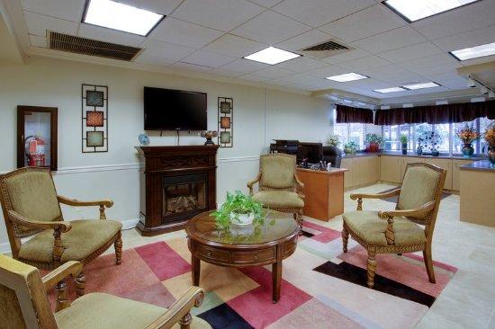Aberdeen, MD: Hotel Lobby