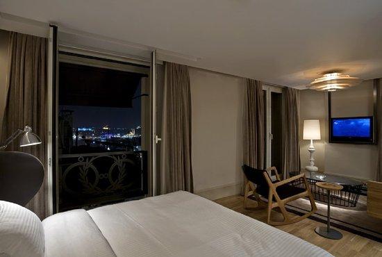 Witt Istanbul Suites: Sea View Suite