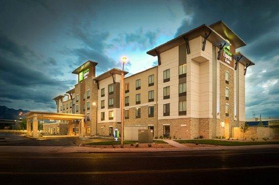Murray, UT: Hotel Exterior