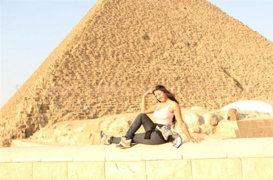 Giza pyramids and shopping advisor