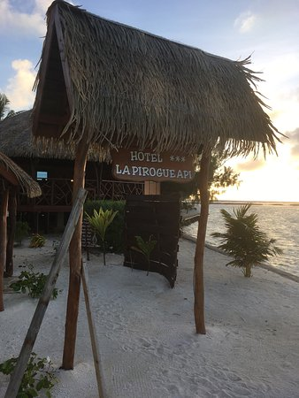 Uturoa, Polinezja Francuska: la Pirogue Api
