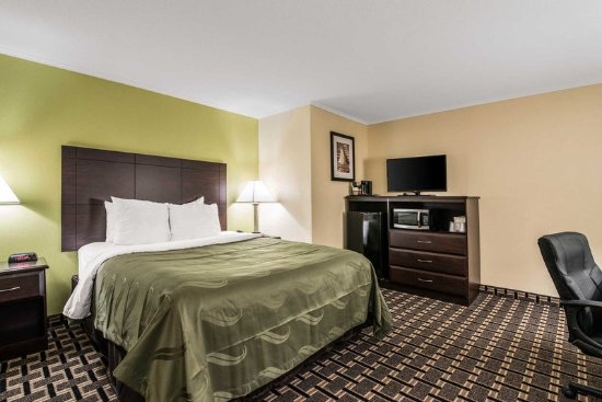 Barre, VT: Guest room with one bed