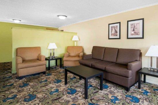Barre, VT: Hotel lobby