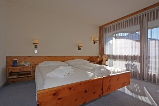 Central Sporthotel Davos: Standard twin room