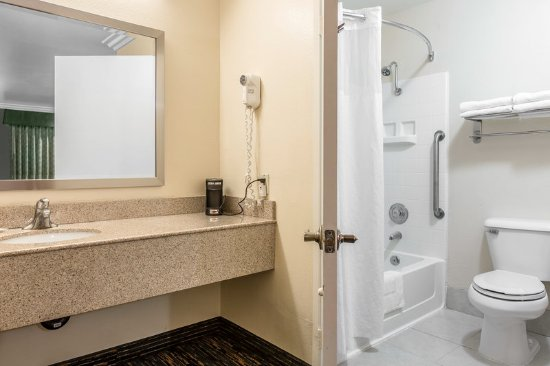Prestonsburg, KY: Bathroom