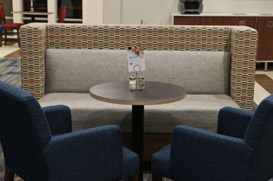 Monroe, MI: Lobby Lounge