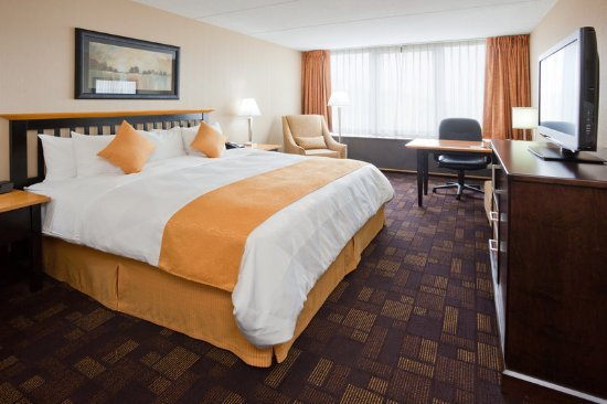 Wauwatosa, WI: Radisson Milwaukee West Business Class King