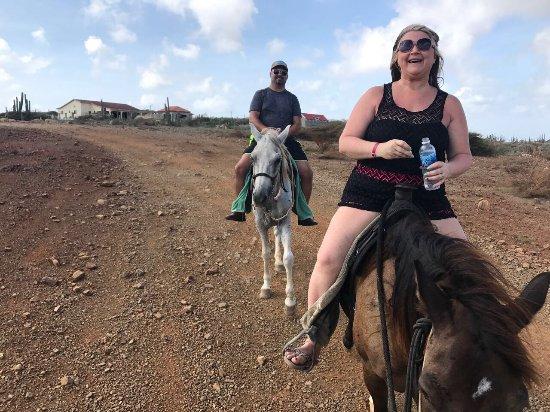 Santa Cruz, Aruba: Happy Horses = Happy Riders
