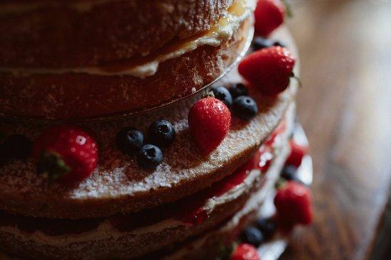 Hope Valley, UK: Gluten-free wedding cake