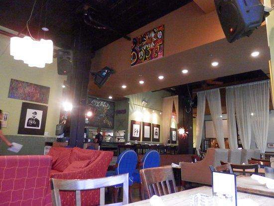 Busboys and Poets: atmosphere of cafe