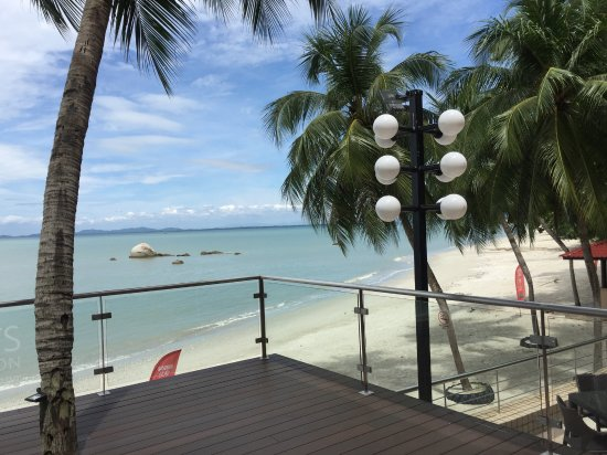 Four Points by Sheraton Penang: Deck that leads to the beach